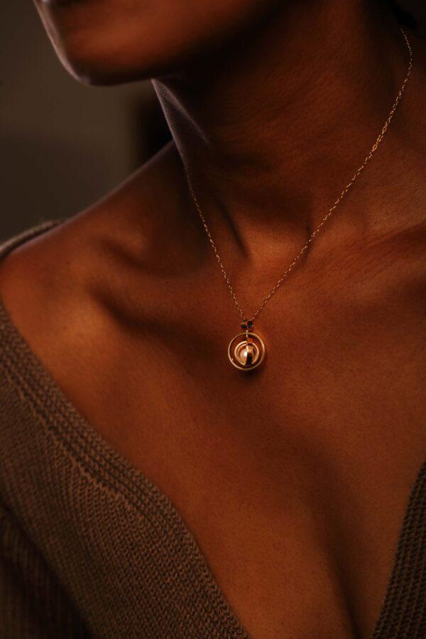Pearl, 18k Gold, Pendant, kinetic jewellery, Tiffany budd
